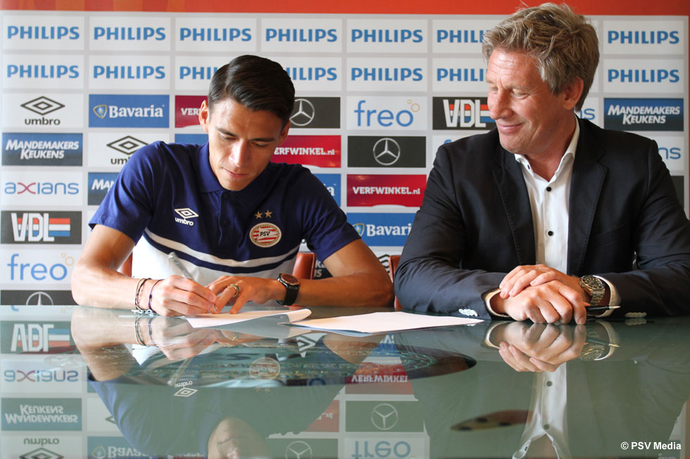 Moreno is a PSV player after putting pen to paper on a four-year contract | © PSV Media