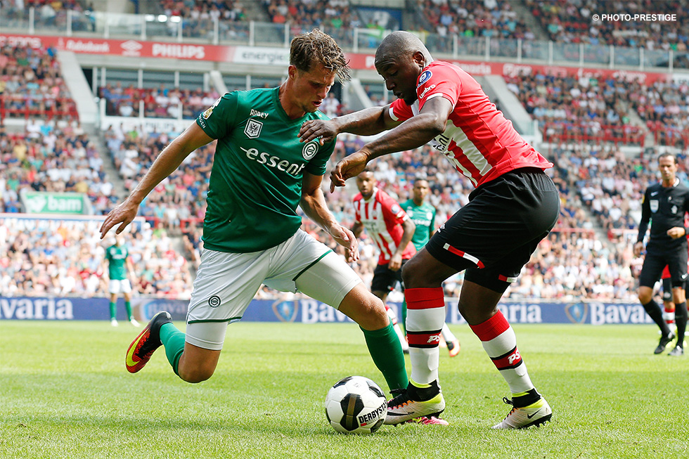 Willems sent in a number of fine crosses against FC Groningen
