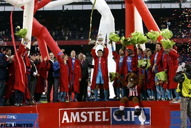 © Pics United - The moment all fans had been waiting for: Mark van Bommel shoes the Cup!