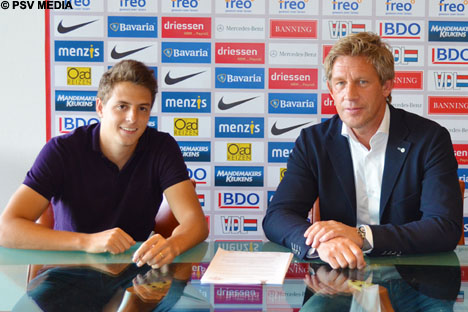 Santiago Arias signed a four-year contract on Saturday afternoon.