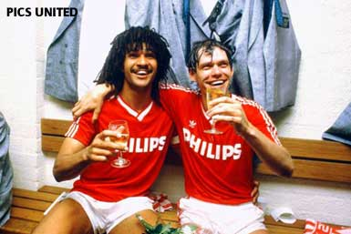 © Pics United - Frank Arnesen and Ruud Gullit celebrate the championship.