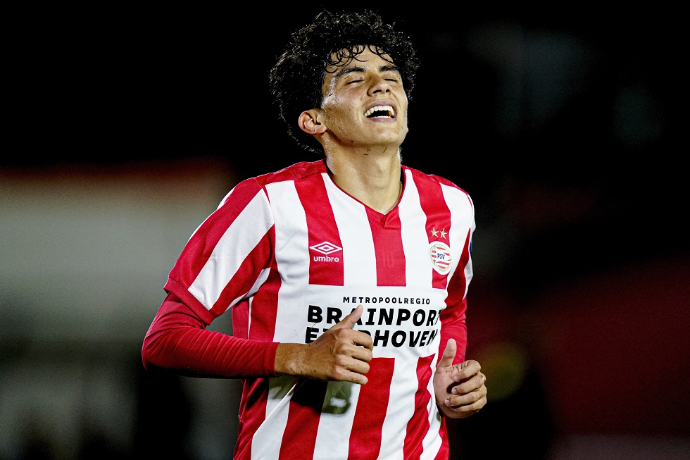 Richard Ledezma had a chance to put PSV U21 ahead in the first half