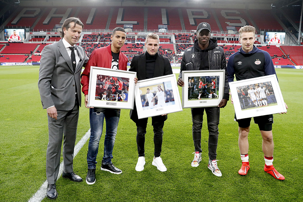 Ihattaren, Sadilek, Teze and Verreth were presented with a framed picture before the game kicked off