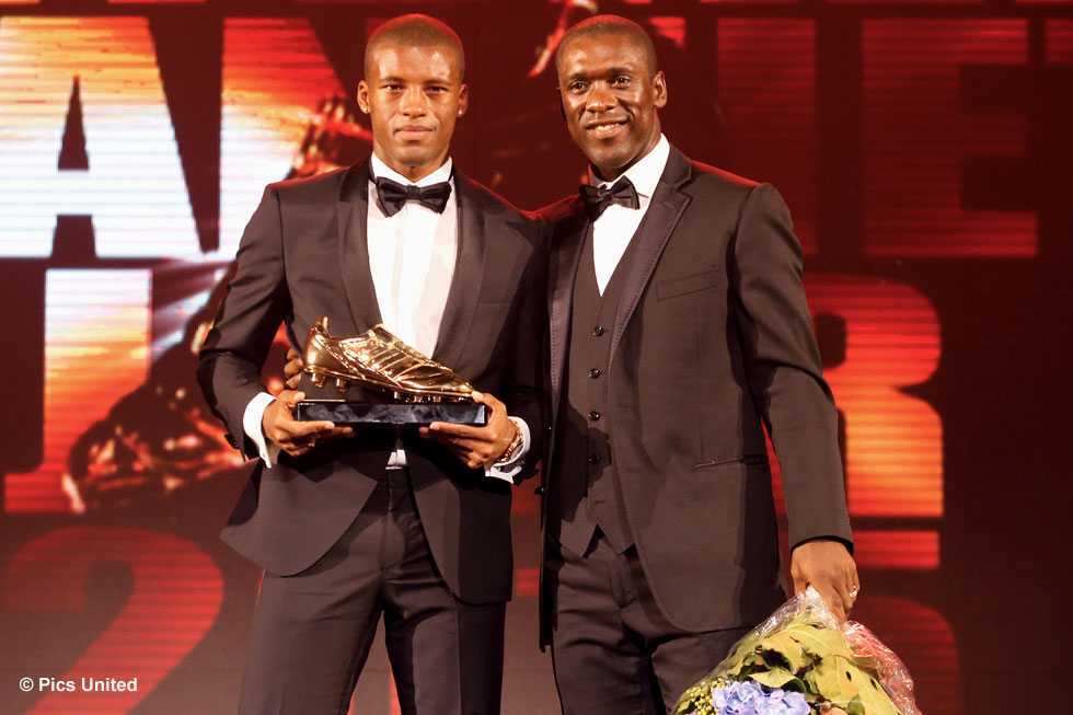 Georginio Wijnaldum was visibly moved when he collected the award from Clarence Seedorf | © Pics United