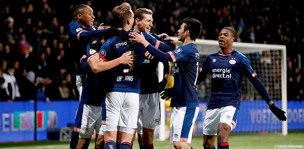 PSV remain top of the table with 4-0 win at Heracles