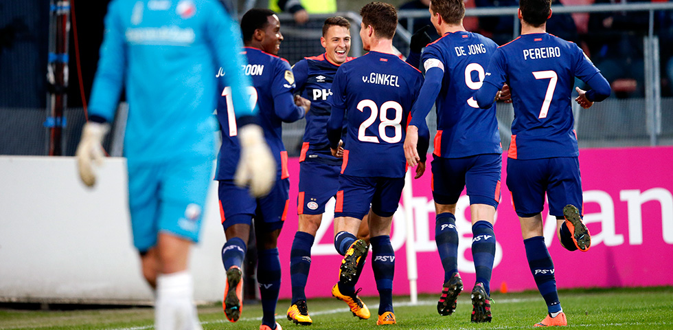PSV stay on top after 2-0 win in Utrecht