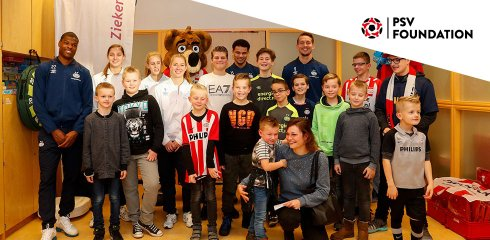 PSV Foundation kleurt december