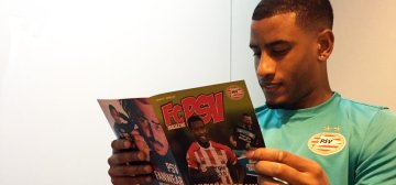 FC PSV Magazines in de bus