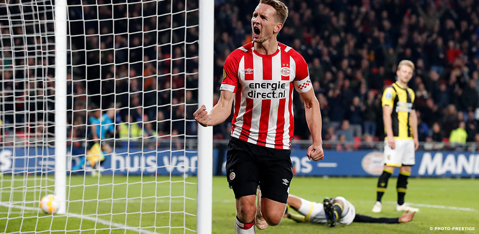 Luuk de Jong's strike earns PSV a 1-0 win against Vitesse