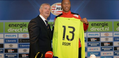 Mister PSV presents Eloy Room with new shirt